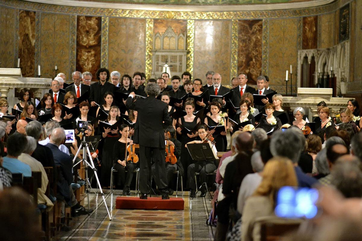 La coralità francese: Fauré, Poulenc, Certon, Messiaen. Il Carocoro e il coro Decanter